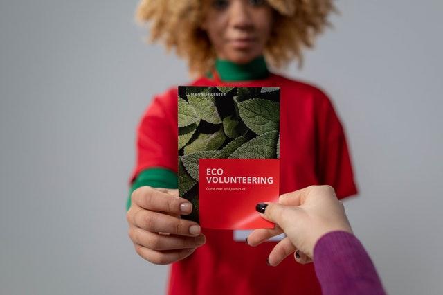 5 Advantages of Using a Brochure